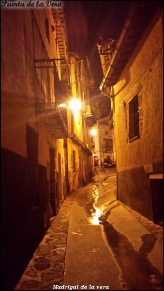 calles de Madrigal de la Vera de noche, walking Tour the night in Madrigal de la Vera, Spain.00017